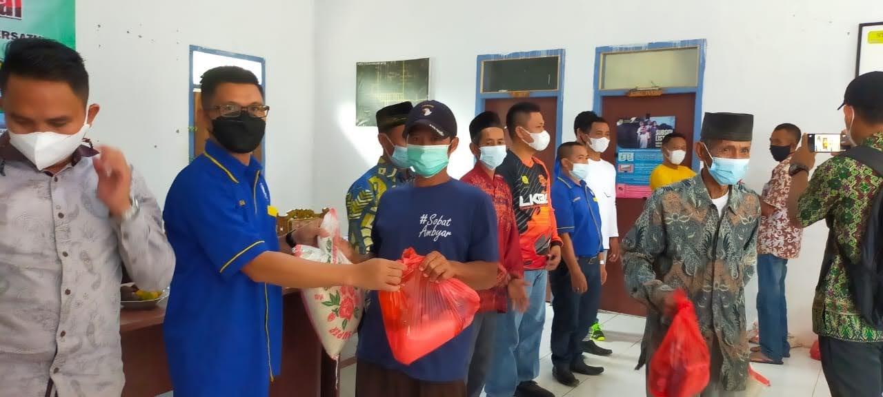 Forum Wartawan Media Harian Tubaba Bersatu Bagi Sembako Kepada Warga Kecamatan Lambu Kibang