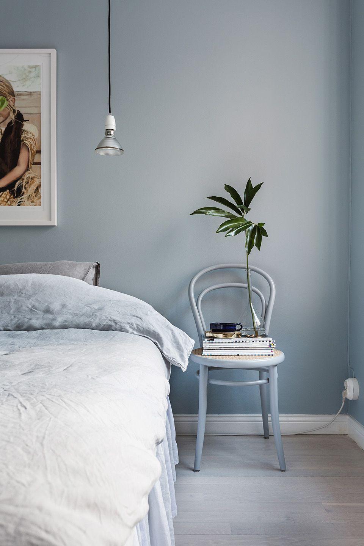 Inspirasi kamar tidur minimalis dengan furnitur serbaguna - source: housebeautiful.com