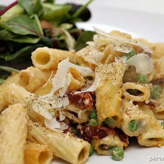 Baked Rigatoni with Sun Dried Tomatoes & Peas