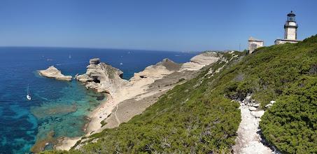 Photo: malebná pláž de St. Antoine s ostrovom ile St. Antoine, je zároveň najjužnejšie miesto Korziky, vpravo maják Capo Pertusato
