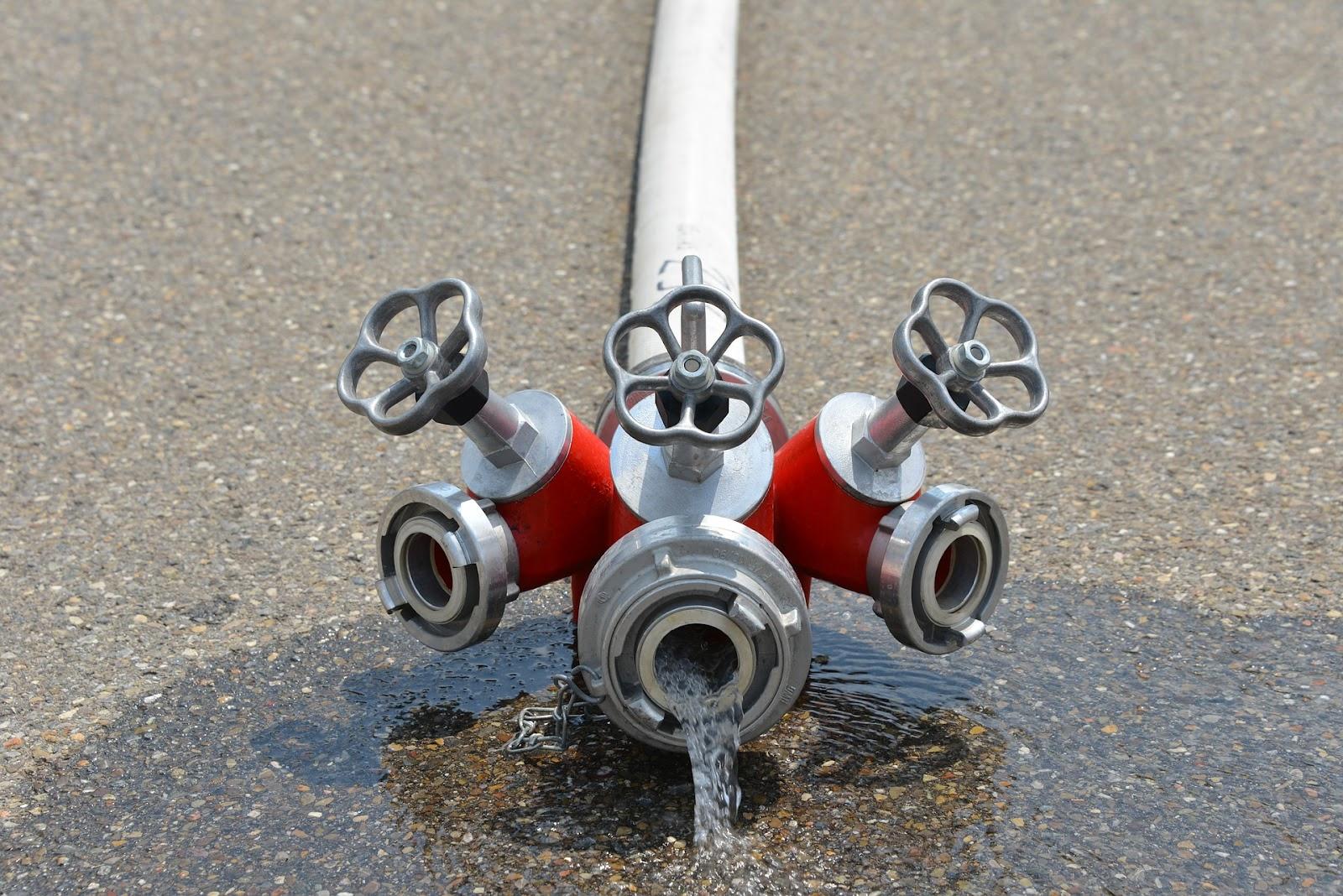 As bombas de incêndio são parte fundamental dos sistemas de combate a incêndios, como redes de hidrantes, redes de sprinklers, sistemas de espuma, entre outros, bombeando água de forma estável para tornar o combate às chamas ainda mais eficiente.