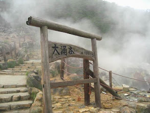Photo: Cratère Owaku-dani dans la région d'Hakone au Japon