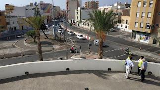 Vista general de las obras de la rotonda entre Carretera de Níjar y Ronda