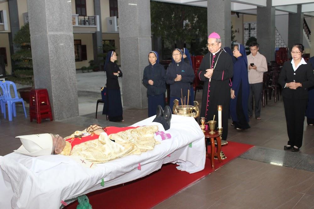 Các đoàn thể kính viếng Đức Cha Phaolô mới qua đời - Ảnh minh hoạ 6