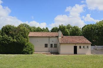maison à Montalembert (79)