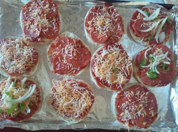 Mini Pizzas For The Lil Ones__bebita