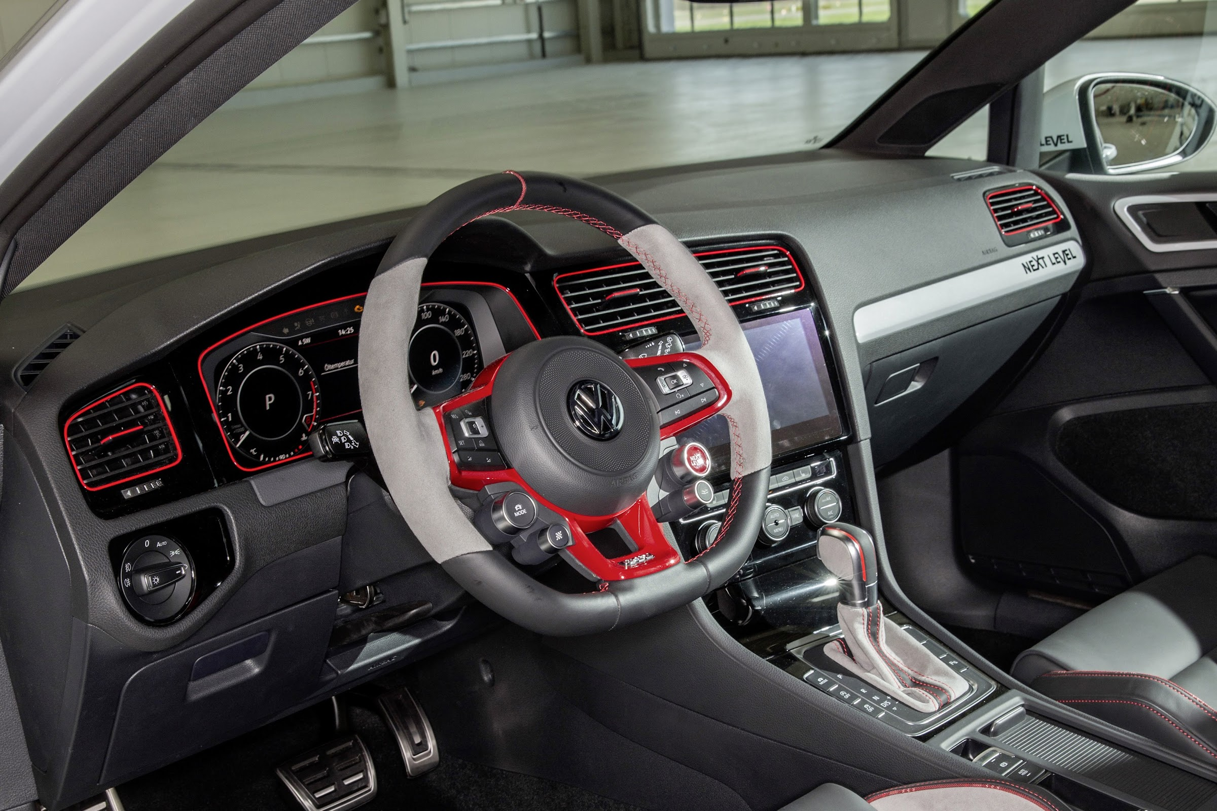 2 Lyr7VCCze4t1VAjwOba5dh8wrs3vyVKoxwyUPtPID 5bhf381lbF7HHNGt1K5h90JBiS00vlyQ5wDKCv9iq7rWgxDSXT5XhdTvuKgT0gFCu7El0JAIOj 1htPTc2ZK8LO6OC8Jmw=w2400 - Los aprendices de Volkswagen preparan dos Golf GTI para cita del Lago Wörthersee