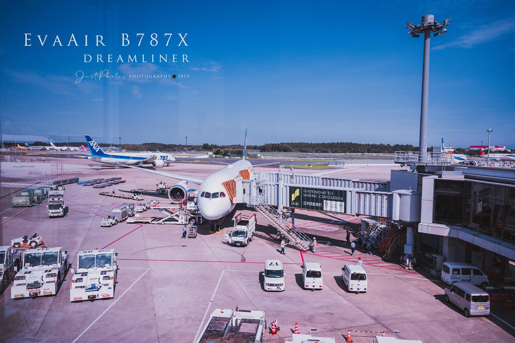 順利降落東京成田機場,離開前從不同角度拍攝這趟旅程的長榮B787-10夢幻客機。