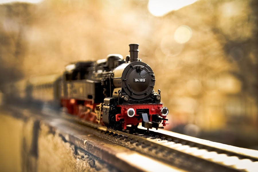 Rising steam loco by Marius Cristea - Artistic Objects Toys (  )