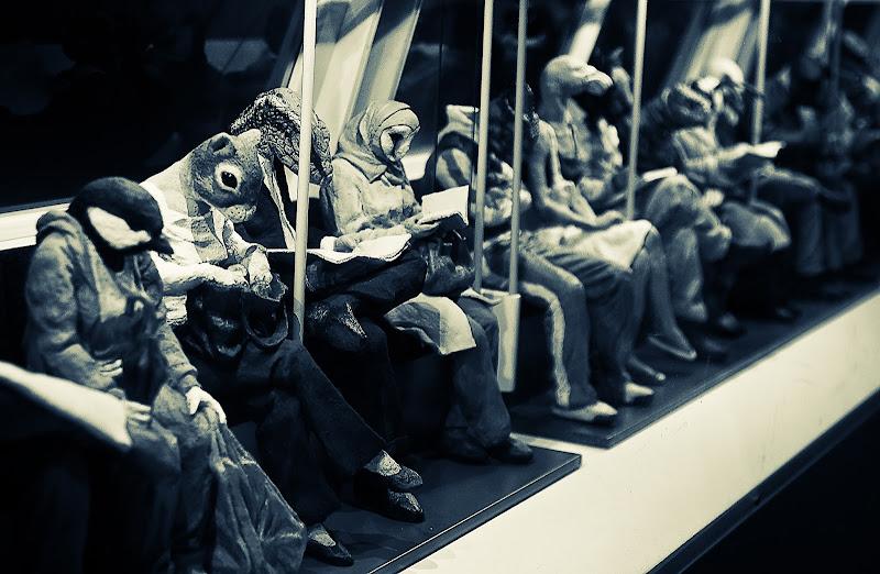 di sera, in metropolitana di Giovi18