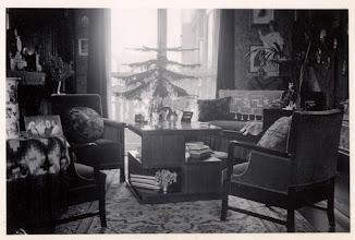 Photo: Ademt de sfeer uit deze tijd:  1936 Interieur huiskamer in Prinsen (Beek) hage, met links op de schoorsteen een pendule.