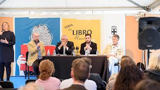 El coordinador de la feria, el pregonero, el edil de Cultura y el presidente del Gremio de Libreros.