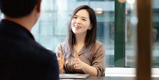 Founder Hanna Kim gestures to a colleague across a table.