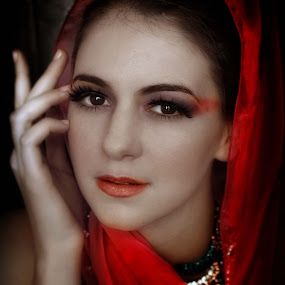 Noor by Edwin  Mendoza - People Portraits of Women