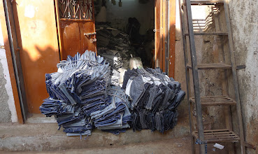 Photo: Jeans are manufactured in Dharavi from recycled materials.
