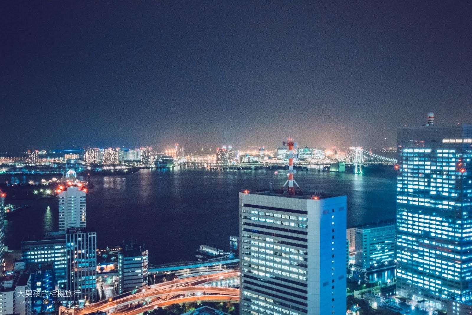 世貿大樓可遠眺位於台場的彩虹大橋與東京灣夜景。