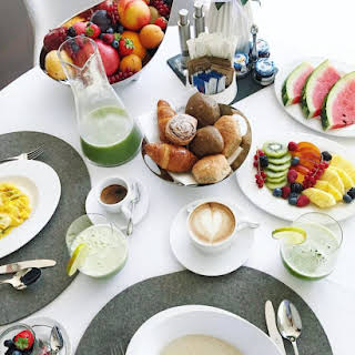 Oatmeal with Fruits and Green Juice.