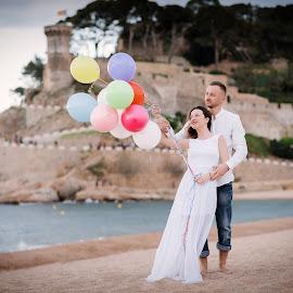 Love in Tossa de mar by Klaudia Klu - Wedding Bride & Groom (  )