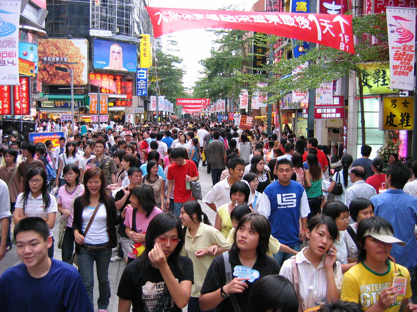 年輕人未來將在群眾衝撞台灣既有體制的過程中扮演重要角色。//圖片來源:維基百科,Richy