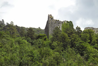 Photo: ruiny zamku na wzgórzu
