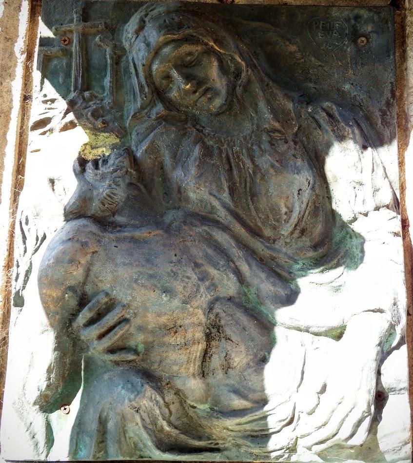 Ugod - Szent Péter és Pál rk. templom és kálvária a keresztúttal a templomkertben