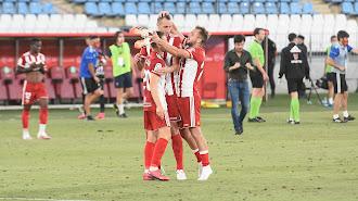 Celebración rojiblanca tras ganar al Sporting.