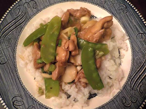 Stir-fried Chicken With Cashews And Snow Peas