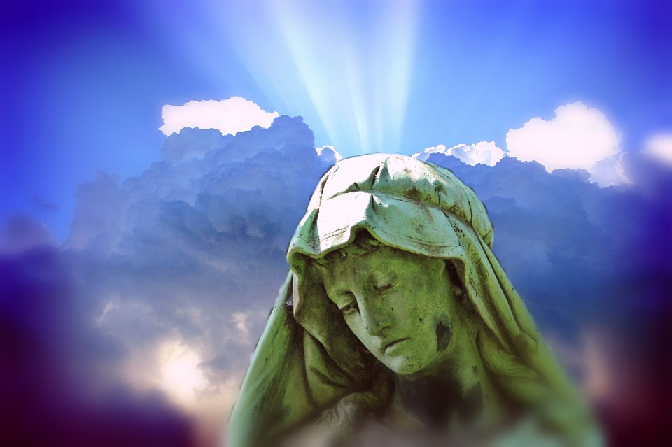 https://www.maxpixel.net/static/photo/1x/Woman-Fig-Mother-Of-God-Madonna-Statue-Sculpture-849221.jpg