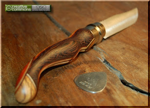 Photo: Opinel custom n°070 Wengé. http://opinel-passions-bois.blogspot.fr/ Personnalisations en marquèterie de bois précieux, cornes, résines et aluminium du couteau pliant de poche de la célèbre marque Savoyarde Opinel.