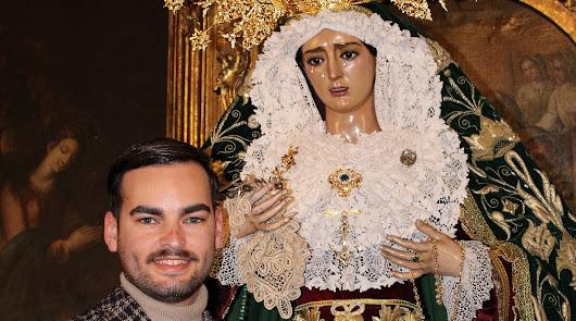 """""""La primera vez que vestí a la Virgen de la Esperanza fue emocionante"""""""