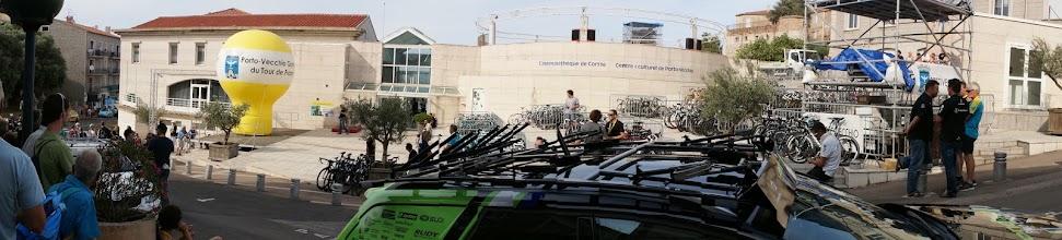 Photo: Centre culturel de Porto Vecchio - Plecarea spre prezentarea oficiala