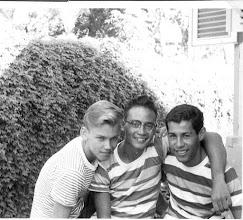 Photo: Frits van Swoll, Theo Mentel en Peter Leimena