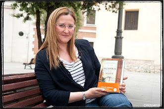 Photo: Luz Gabás, autora de Palmeras en la Nieve