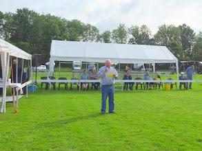 Photo: Voorzitter C. Bos opent de keuring en heet iedereen welkom...