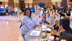 Amalia Román vota en El Alquián