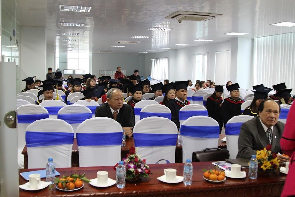 Các đại biểu và các bạn sinh viên đã có mặt.