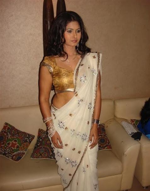 Divyaa Dwivedi sexy pics