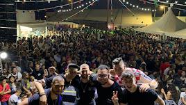 El grupo 'Costa Trece' en el escenario en Carboneras
