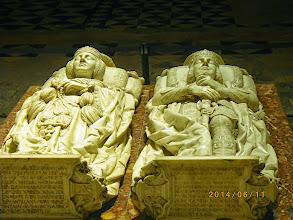 Photo: Tombeaux de Rodrigo Diaz de Vilar ( le Cid) et de son épouse Dona Jimena