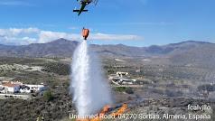 Un helicóptero del Infoca trabaja en Sorbas.