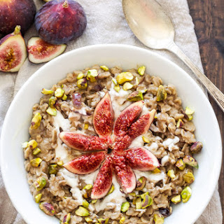 Vanilla Fig Oatmeal with Pistachios and Honey