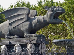 Photo: Klagenfurt: Lindwurmbrunnen, Detail.   Nach einer Sage soll der Lindwurm im Gebiet der Kärntner Landeshauptstadt von mutigen Männern erschlagen worden sein, wodurch die Gegend  besiedelbar wurde.