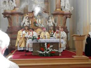 Photo: okuřování oltáře na začátku mše svaté