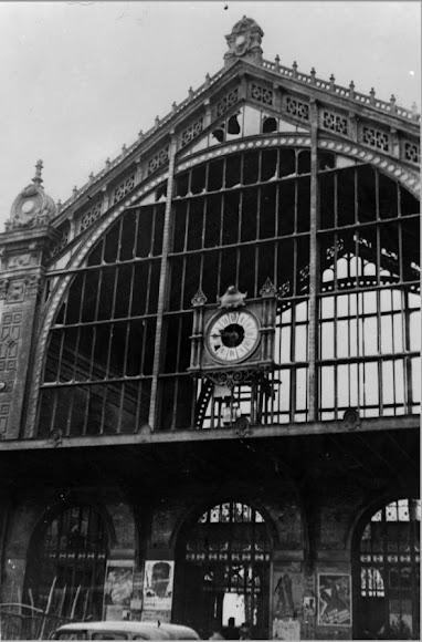 Fachada de la antigua estación de ferrocarril tras el bombardeo
