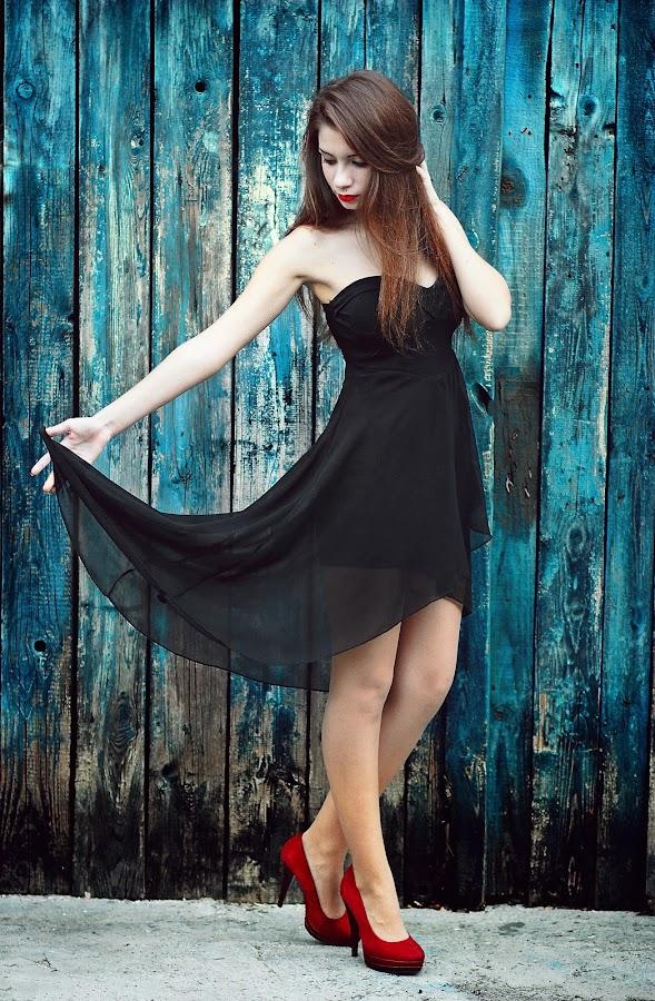 THE BLUE DANCE by Daniel Kitu - People Fashion ( glamour, fashion, blue, feminine, posture )
