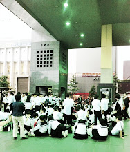 Photo: LOTS of school kids on their field trip to Kyoto.
