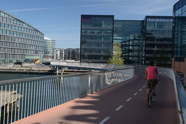 45-days-nomadic-biking-img12-vlad-biking-in-city