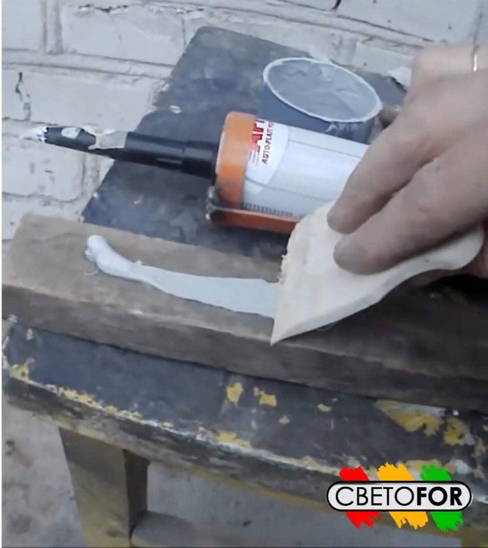 Нанесение герметика PU-50 шпателем