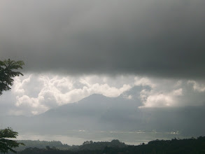 Photo: LAGO BATUR E SULLO SFONDO MONTE ABANG
