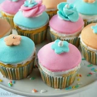 Gluten-Free Cupcakes with Marshmallow Fondant.